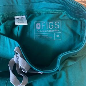 FIGS Scrubs Catarina Top & Livingston Bottom Green